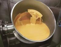 銅釜でつくる自家炊きカスタードクリーム